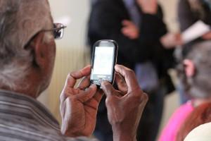 הגיל המפוספס: מדוע משווקים ברשת מחמיצים קשישים?